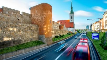 Bratislava plánuje zmenu parkovacej politiky aj zavedenie nízkoemisných zón