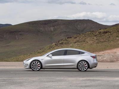 Najnovšie fotky Tesly Model 3
