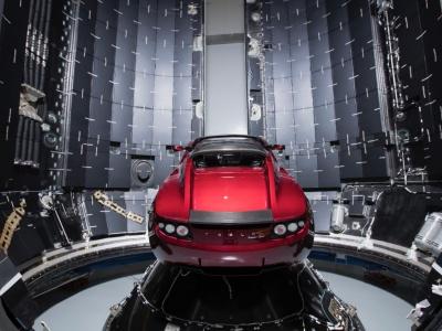 Elektromobil vo vesmíre