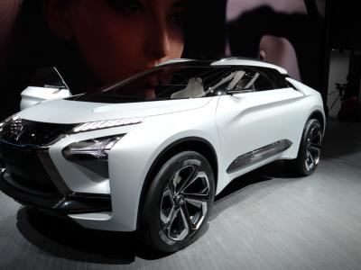 Mitsubishi e-Evolution Concept a Mitsubishi Outlander PHEV