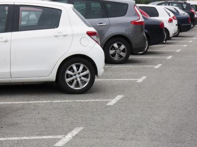 S vylepšeným autopilotom Tesla už pokutu za parkovanie nedostanete