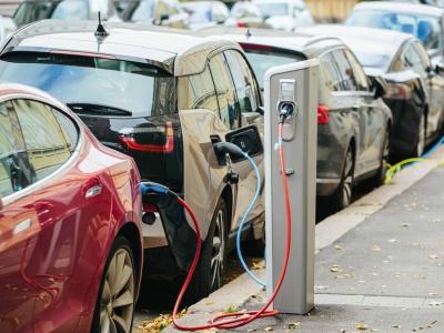 Elektromobily raz budú lacnejšie než benzínové autá, naozaj