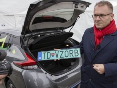 Zelené ŠPZ pre elektromobily klopú na dvere