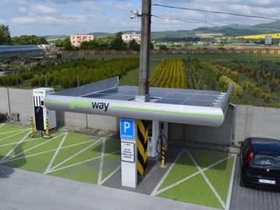 Nabíjacia stanica v Trenčíne má solárne panely