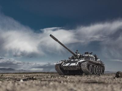Elektrický alebo hybridný pohon možno využijú tanky