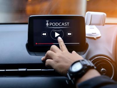 Našli sme pre vás zaujímavé podcasty o elektromobilite. Tu sú.