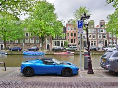 Holandsko elektromobily dotuje, plánuje aj bezemisné zóny